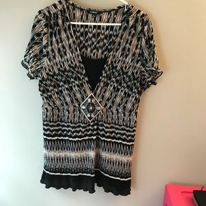 Xl top black and white